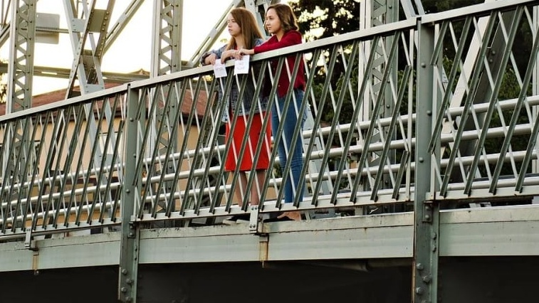 'Reach out, speak up': Teens to post mental health support messages on local bridges