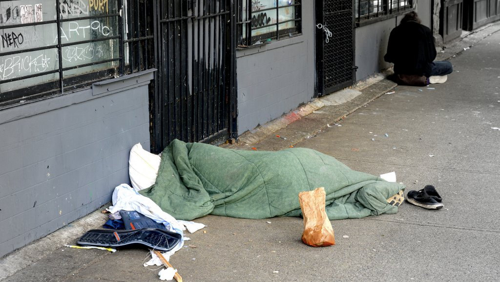 Prioritize vaccinations for people experiencing homelessness, shelter staff